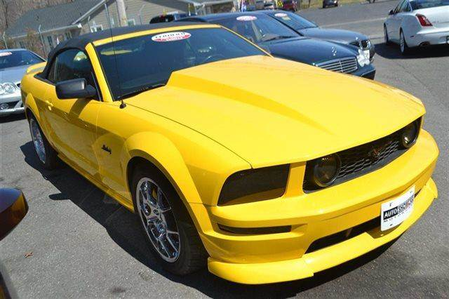 2006 FORD MUSTANG 2DR CONVERTIBLE GT DELUXE CONVER screaming yellow value priced below market