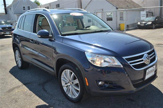 2011 VOLKSWAGEN TIGUAN 2WD 4DR SEL night blue metallic new arrival bluetooth navigation he