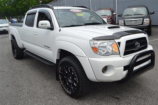 2007 TOYOTA TACOMA V6 4DR DOUBLE CAB 4WD 61 FT SB super white low miles this 2007 toyota tac