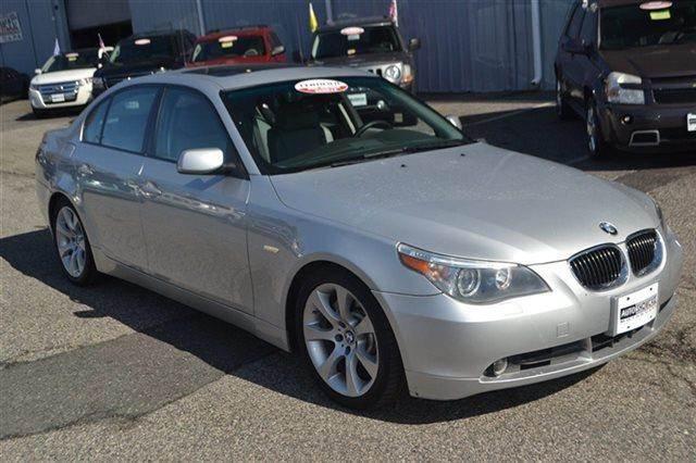 2004 BMW 5 SERIES 545I 4DR SEDAN titanium silver metallic value priced below market sunroofmo