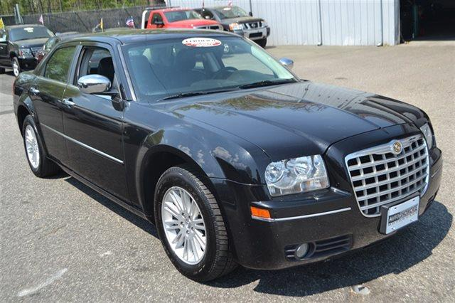 2010 CHRYSLER 300 TOURING 4DR SEDAN black priced below market this 2010 chrysler 300 touring w
