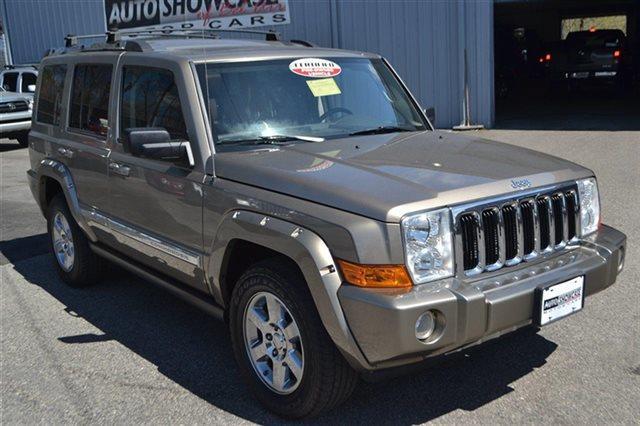 2006 JEEP COMMANDER LIMITED 4DR SUV 4WD light khaki metallic 4wd this 2006 jeep commander limit