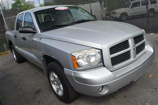 2006 DODGE DAKOTA SLT 4DR QUAD CAB 4WD SB bright silver metallic value priced below market key