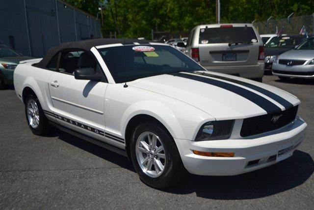 2007 FORD MUSTANG 2DR CONVERTIBLE DELUXE CONVERTIB performance white low miles this 2007 ford m