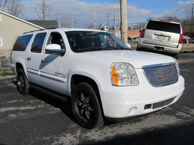2007 GMC YUKON XL 4WD 4DR 1500 SLT white this 2007 gmc yukon xl 4dr 4wd 4dr 1500 slt features a 5