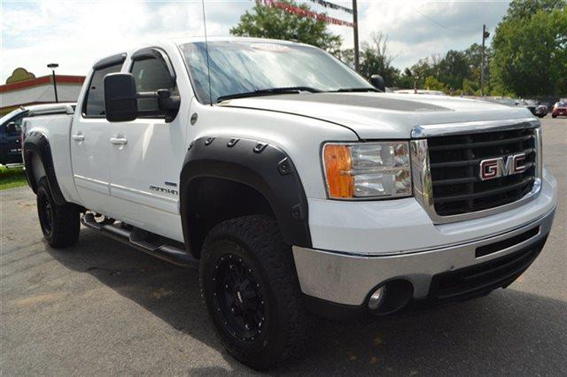2007 GMC SIERRA 2500HD - summit white new arrival 4wd this 2007 gmc sierra 2500hd - 4x4 truck