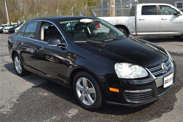 2008 VOLKSWAGEN JETTA SE 4DR SEDAN 5M black priced below market this 2008 volkswagen jetta sed