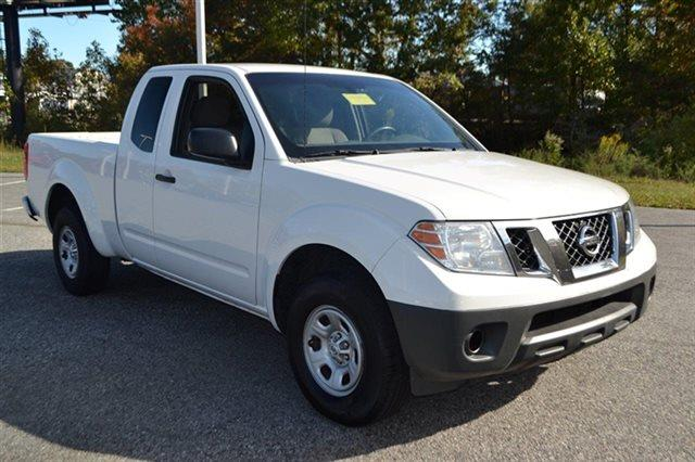 2010 NISSAN FRONTIER SE KING CAB 2WD TRUCK white this 2010 nissan frontier xe will sell fast -aut