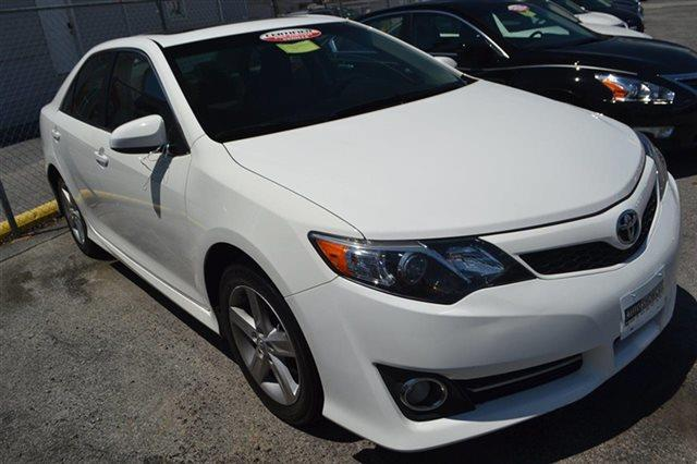 2012 TOYOTA CAMRY 4DR SEDAN I4 AUTOMATIC SE blizzard pearl value priced below market navigatio