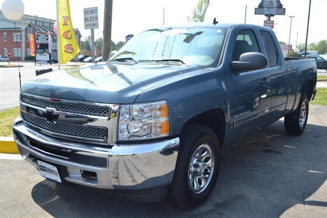 2013 CHEVROLET SILVERADO 1500 LS 4X4 4DR EXTENDED CAB 65 FT blue topaz metallic this 2013 chevr