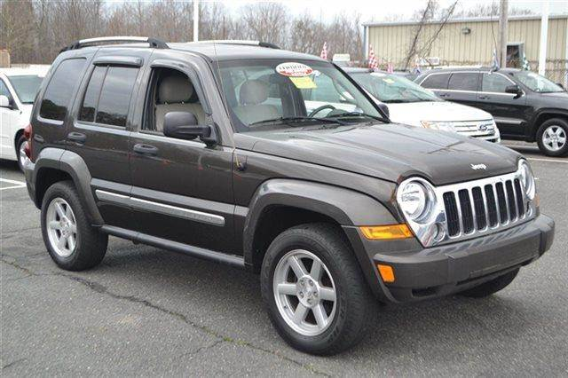2006 JEEP LIBERTY LIMITED 4DR SUV grey low miles this 2006 jeep liberty limited will sell fast