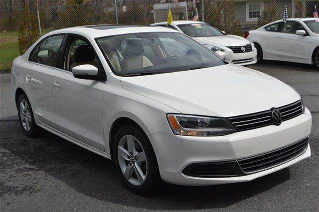 2013 VOLKSWAGEN JETTA 4DR MANUAL TDI SEDAN candy white this 2013 volkswagen jetta sedan tdi with