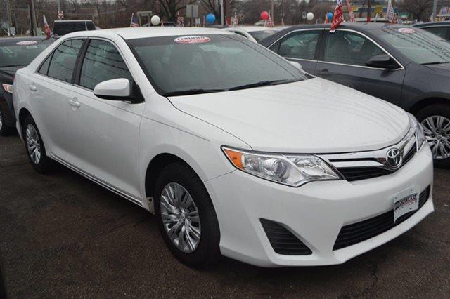 2013 TOYOTA CAMRY 4DR SEDAN I4 AUTOMATIC LE SEDAN white priced below market this 2013 toyota
