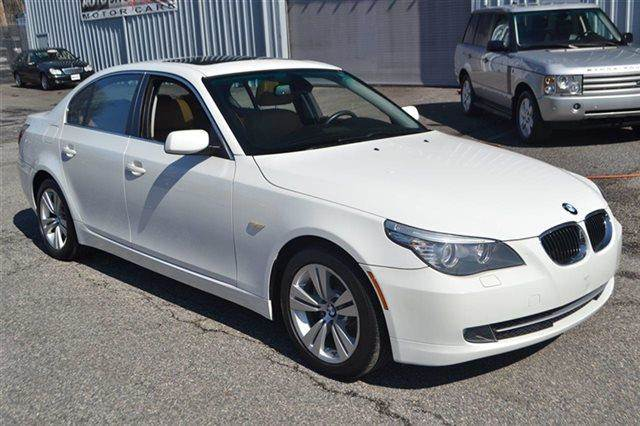 2009 BMW 5 SERIES 528I 4DR SEDAN white low miles this 2009 bmw 5 series 528i will sell fast -le