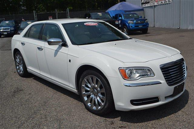 2013 CHRYSLER 300 RWD ivory tri-coat pearl new arrival this 2013 chrysler 300 rwd will sell fas