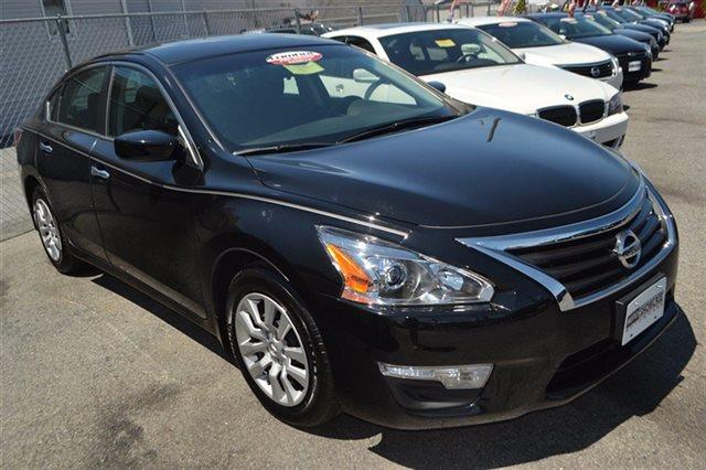 2015 NISSAN ALTIMA 4DR SEDAN I4 25 S super black low miles for a 2015 bluetooth automatic h