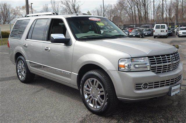 2007 LINCOLN NAVIGATOR - AWD SUV silver birch metallic warranty included a factory warranty is i
