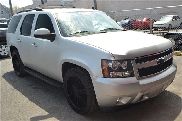2011 CHEVROLET TAHOE LT 4X2 4DR SUV sheer silver metallic this 2011 chevrolet tahoe lt will sell