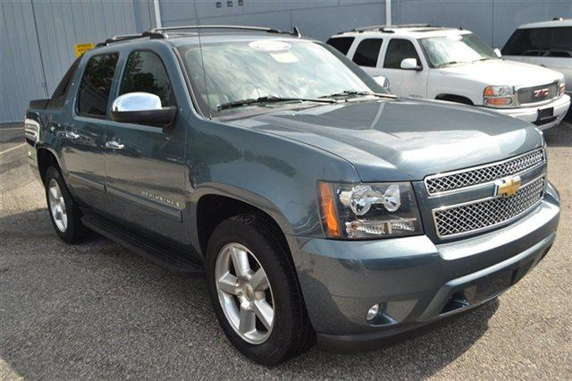 2008 CHEVROLET AVALANCHE - blue granite metallic low miles this 2008 chevrolet avalanche ltz w