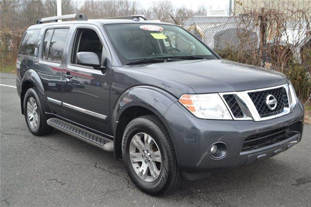 2011 NISSAN PATHFINDER - dark slate value priced below market this 2011 nissan pathfinder silv
