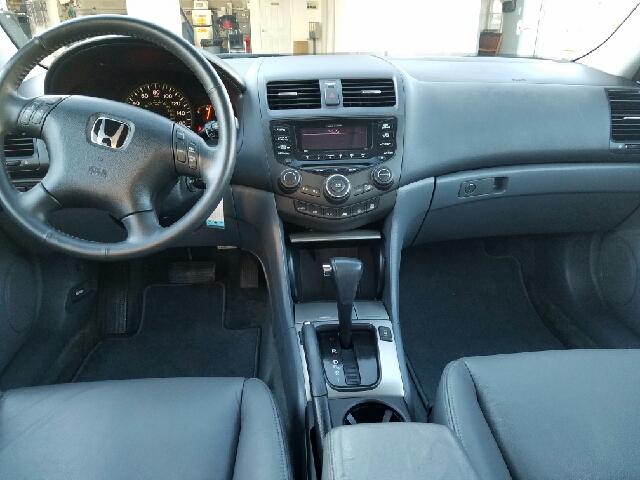 2005 Honda Accord EX V-6 4dr Sedan - Indian Orchard MA