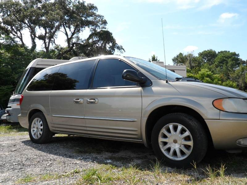 2002 chrysler town and country lxi 4dr extended mini van for Country hill motors inventory