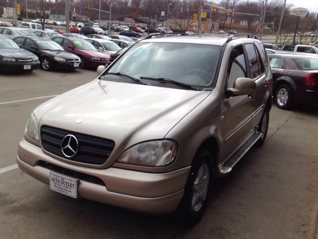 2001 mercedes benz m class ml320 awd 4matic 4dr suv in des for Des moines mercedes benz