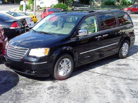 2009 Chrysler Town and Country for sale in Huntington, IN