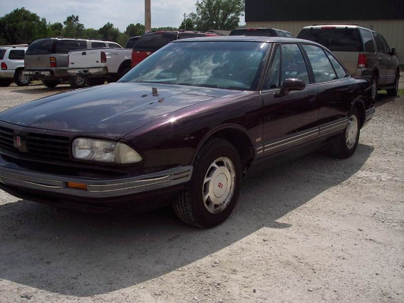1995 Oldsmobile Eighty-Eight Royale LS 4dr Sedan - Manhattan KS