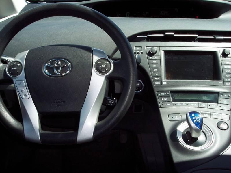 2010 Toyota Prius III 4dr Hatchback - Manhattan KS