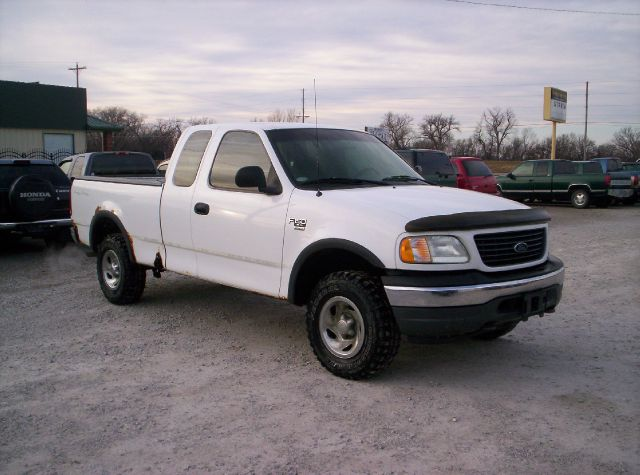 2000 Ford F-150 4dr XL 4WD Extended Cab SB - Manhattan KS