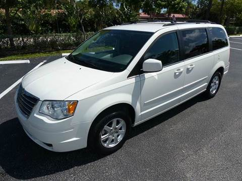 2008 Chrysler Town and Country for sale in Pompano Beach, FL