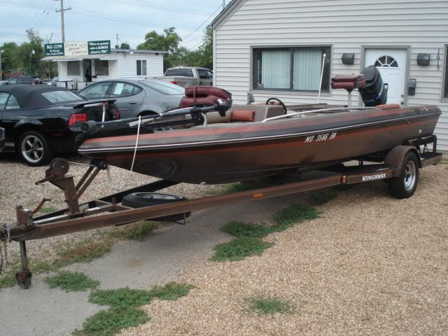 1983 BAJA 18FT BASS BOAT