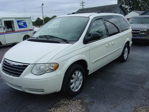 2007 Chrysler Town and Country for sale in Savannah, TN