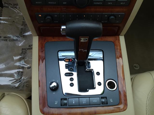 2004 Volkswagen Phaeton V8 4dr Sedan - Shrewsbury MA