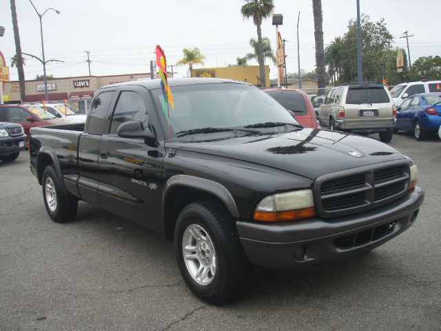 2002 DODGE DAKOTA black just got in this black on black 2002 dakota sxt ext cab  rides drives