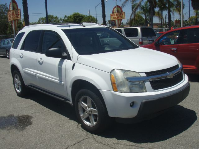 2005 CHEVROLET EQUINOX LT AWD white oh yeah white knight in keeping with traditional chevy truck