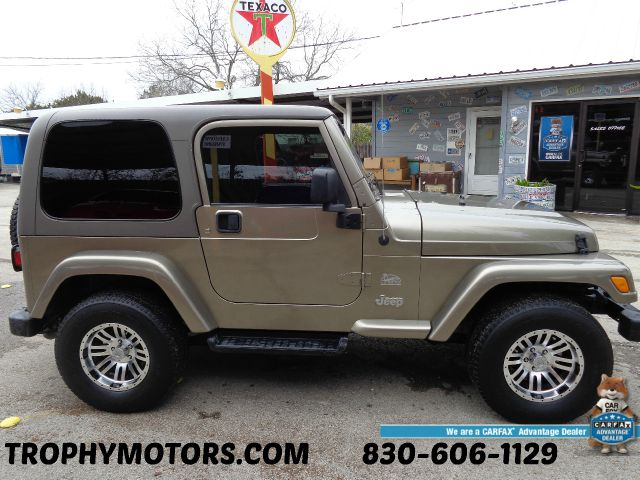 Used 2004 jeep wrangler sahara 4wd 2dr in new braunfels tx for Trophy motors new braunfels