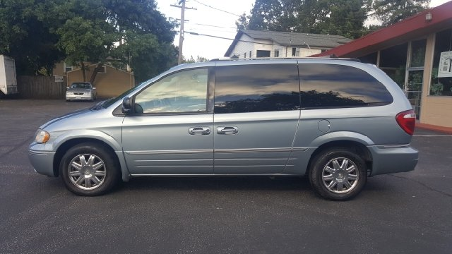 2005 Chrysler Town and Country Limited 4dr Extended Mini-Van - Redwood City CA