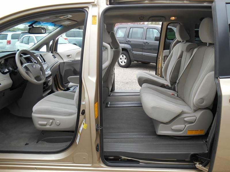 2014 Toyota Sienna LE 8-Passenger 4dr Mini-Van - Jenison MI