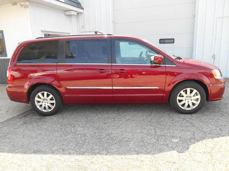 2016 Chrysler Town and Country Touring 4dr Mini Van - Jenison MI