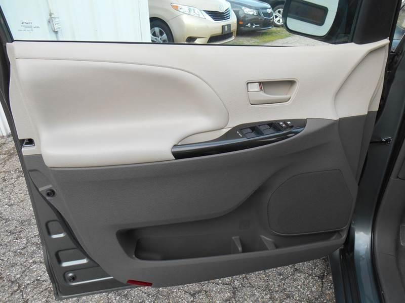 2014 Toyota Sienna AWD LE 7-Passenger 4dr Mini-Van - Jenison MI