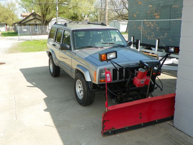 2000 Jeep Cherokee 4x4 w' snow plow