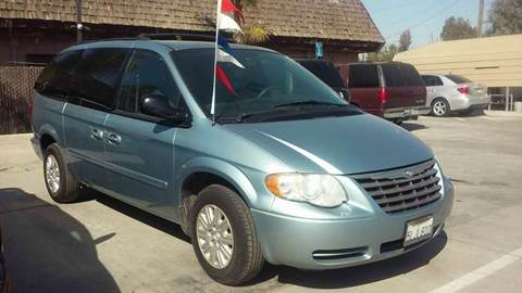 2005 Chrysler Town and Country for sale in Madera, CA