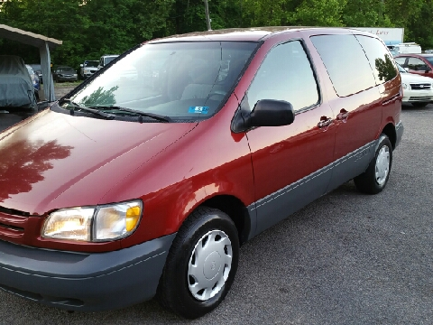 1999 Toyota Sienna for sale in Ona, WV