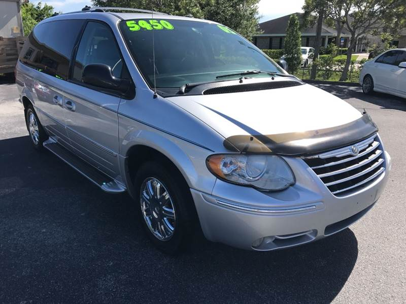 2005 Chrysler Town and Country Limited 4dr Extended Mini-Van - Palm Bay FL