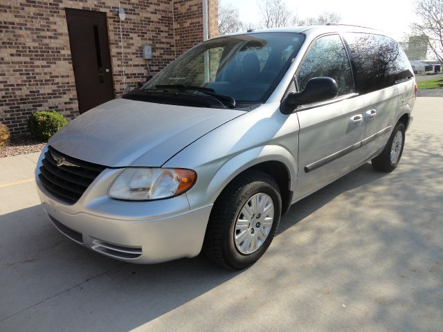 2007 Chrysler Town & Country near Clarence IA 52216 for $4,995.00