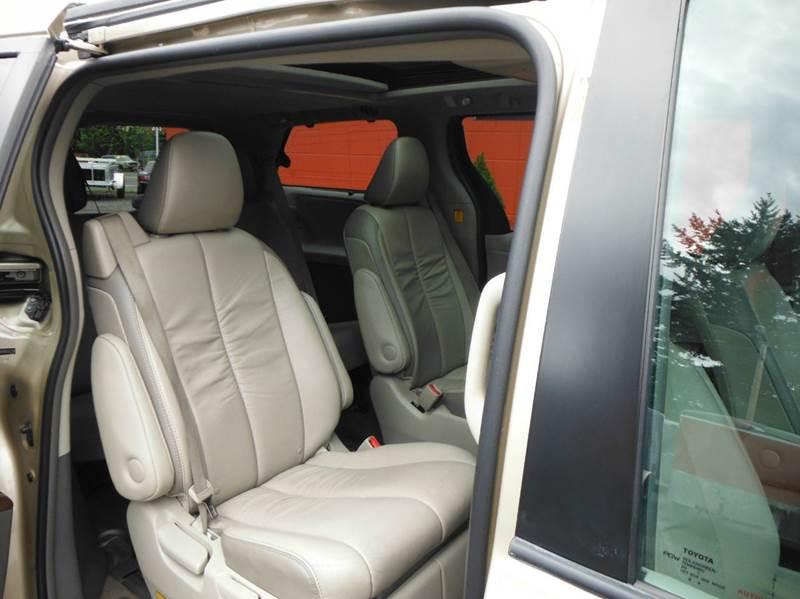 2011 Toyota Sienna AWD Limited 7-Passenger 4dr Mini-Van - Gresham OR