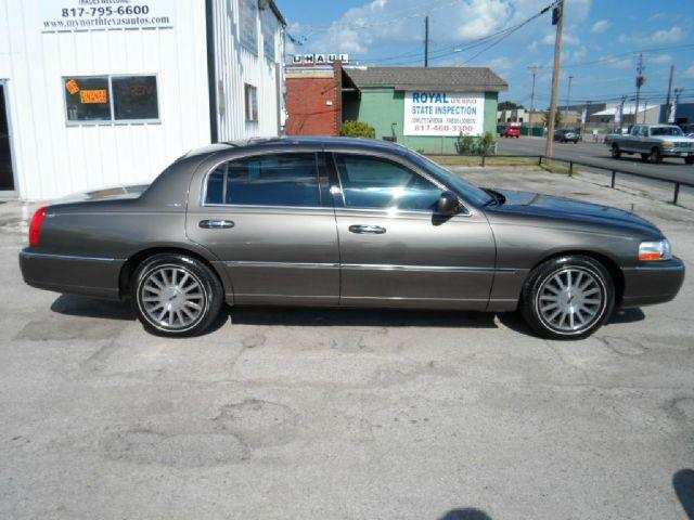 2003 Lincoln Town Car for sale in ARLINGTON TX