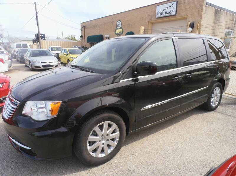 2014 Chrysler Town and Country Touring 4dr Mini-Van - Milwaukee WI